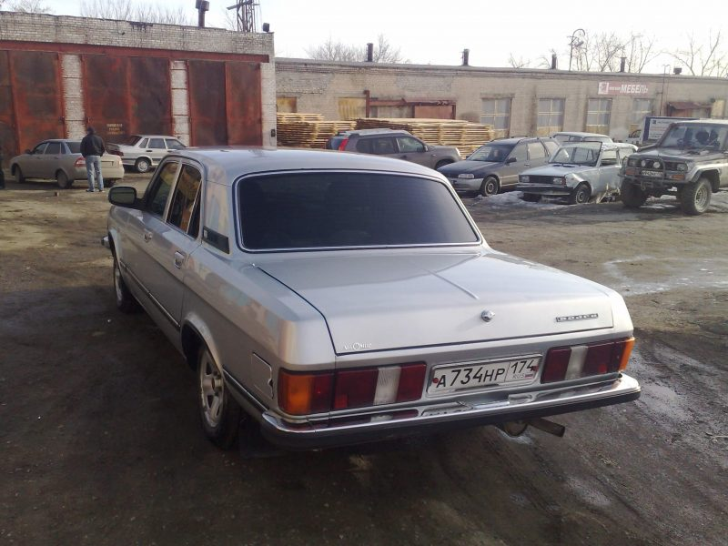 ГАЗ-3102 вид сзади