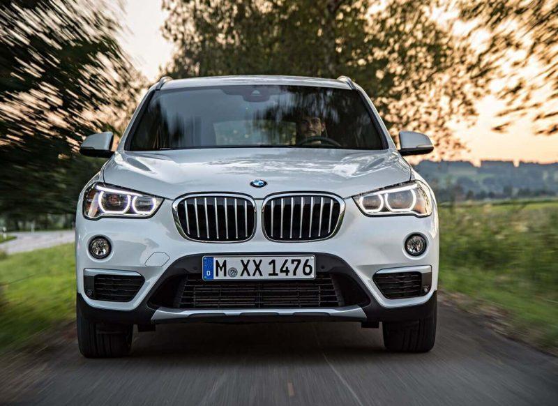 Вид спереди BMW X1