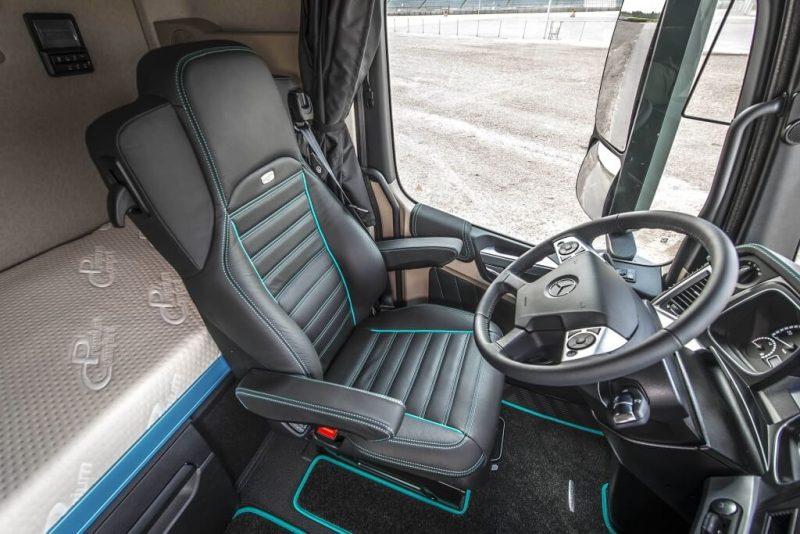 Mercedes-Benz Actros водительское место