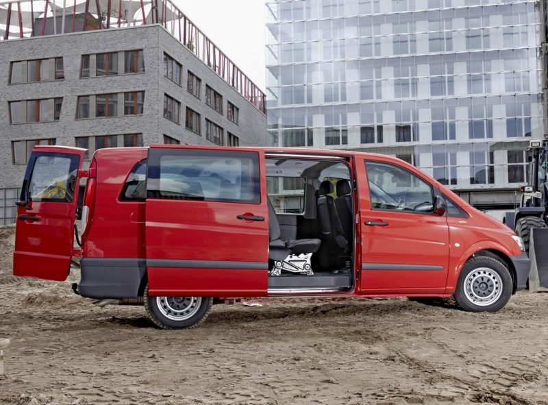 Вид сбоку Mercedes-Benz Vito