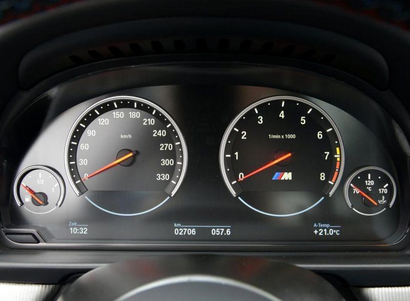 BMW M5 приборная панель