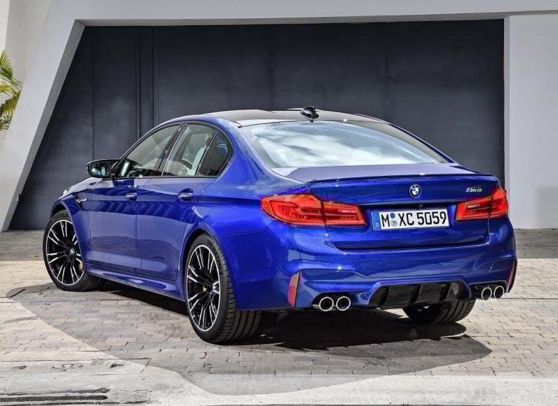 Вид сзади BMW M5 (F90)