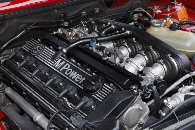 Фото двигателя BMW M5 Е28