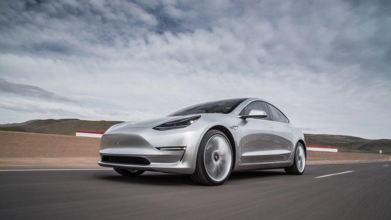 Фото седана Tesla Model 3