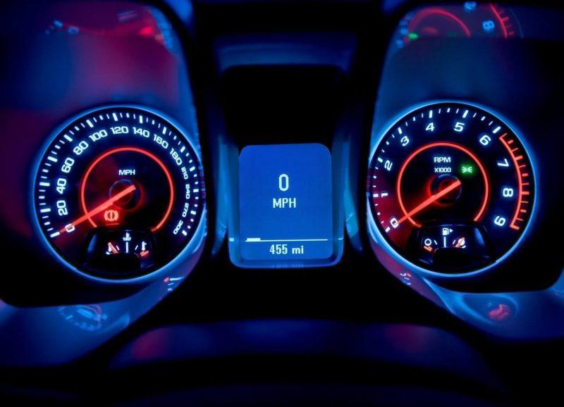 Панель приборов Chevrolet Camaro