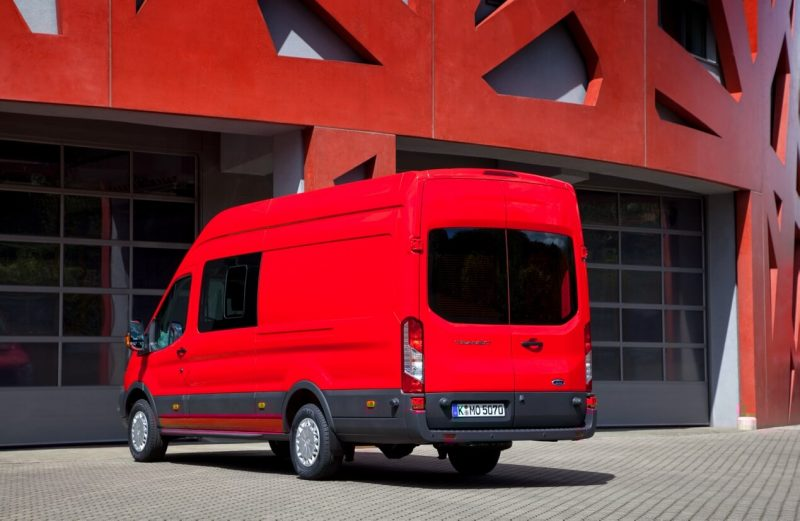 Вид сзади Ford Transit Jumbo Double