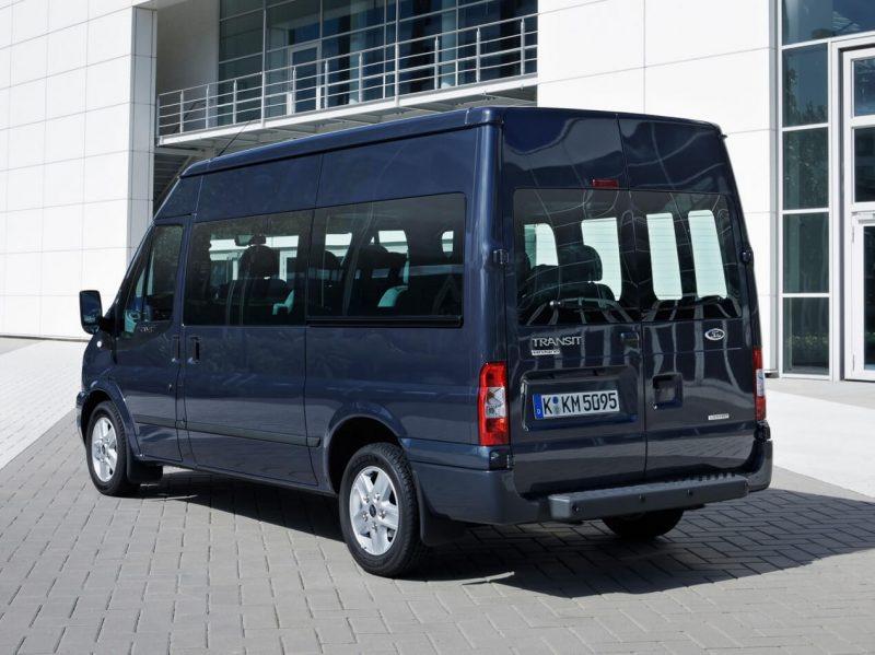 Вид сзади Ford Transit 2011