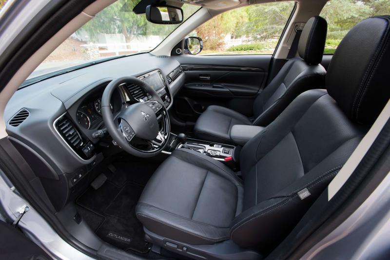 Интерьер Mitsubishi Outlander 3