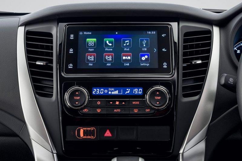 Семидюймовый дисплей Mitsubishi Pajero Sport