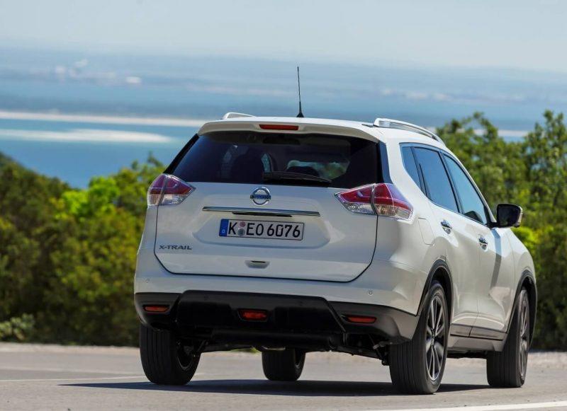 Вид сзади Nissan X-Trail