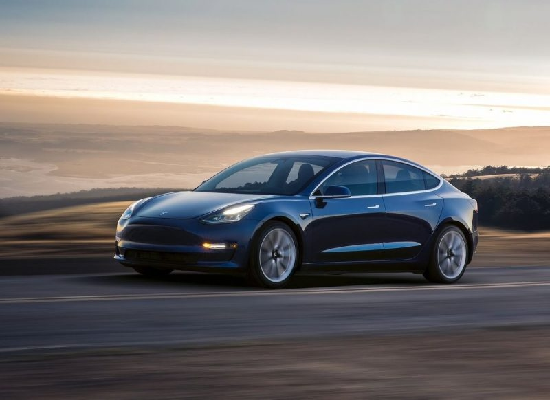 Tesla Model 3 авто