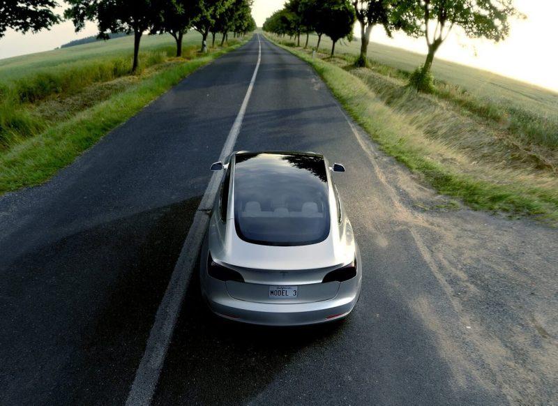Вид сзади Tesla Model 3