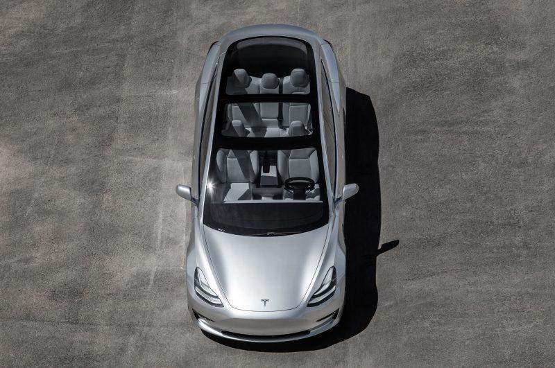 Tesla Model 3 панорамная крыша