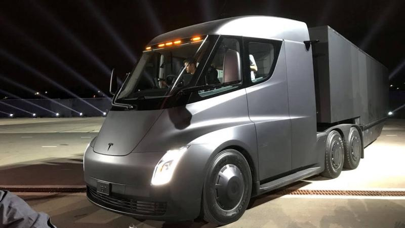 Новый грузовик Tesla Semi