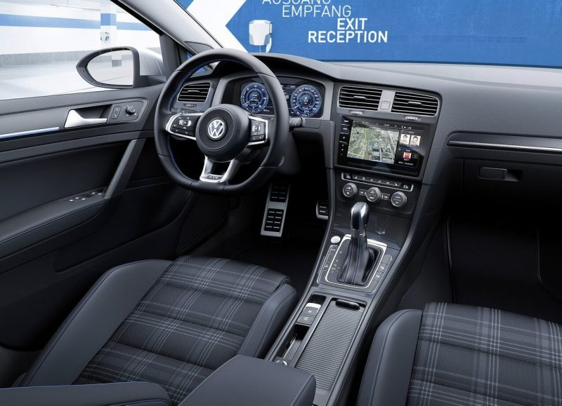 Интерьер Volkswagen Golf 8