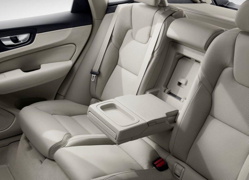 Фото заднего дивана Volvo XC60