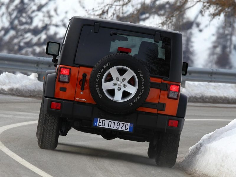 Jeep Wrangler Rubicon вид сзади