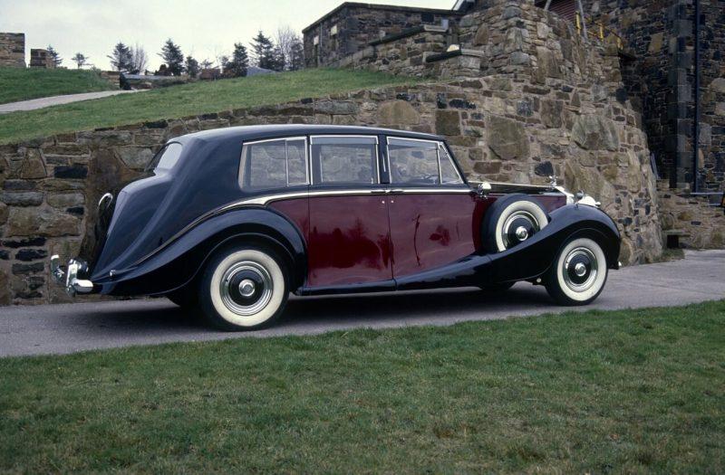 Вид сбоку Rolls-Royce Phantom IV