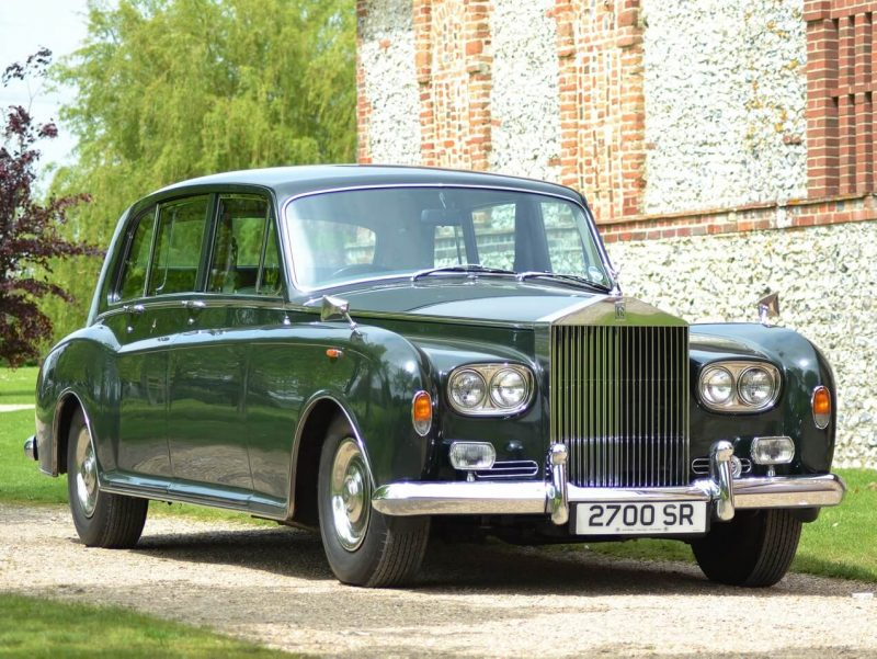 Вид спереди Rolls-Royce Phantom VI
