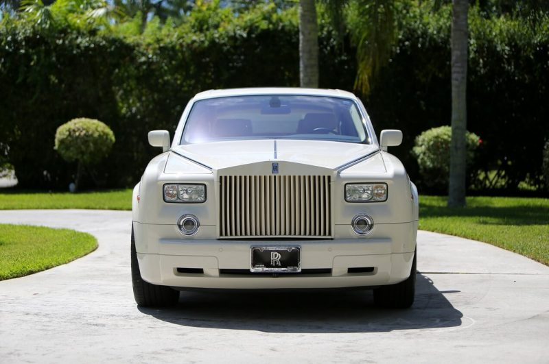 Вид спереди Rolls-Royce Phantom VII