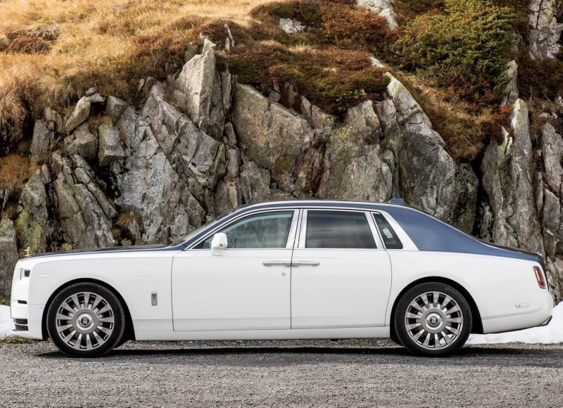 Вид сбоку Rolls-Royce Phantom VIII