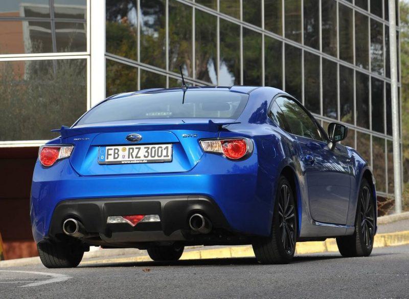 Subaru BRZ вид сзади