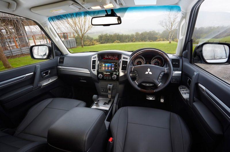 Mitsubishi Pajero 4 салон