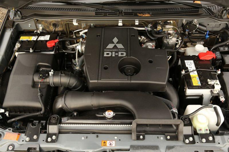 Mitsubishi Pajero 4 двигатель