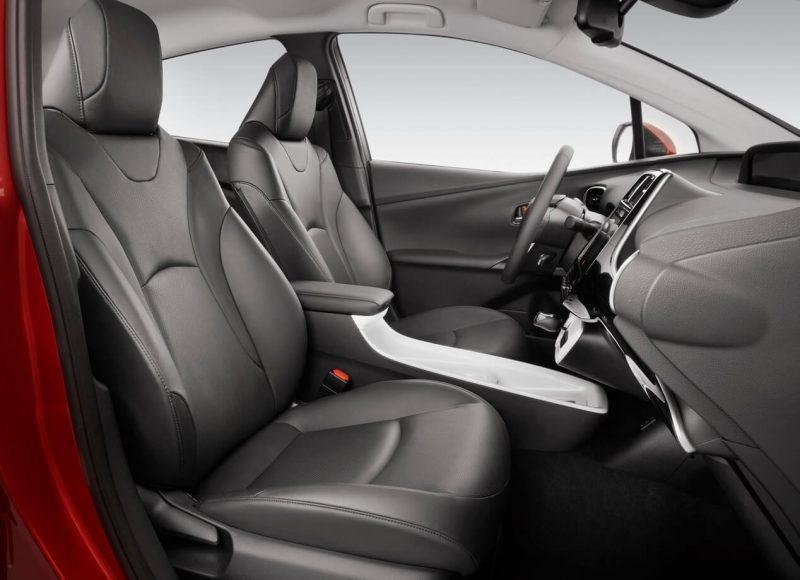 Toyota Prius IV передние кресла