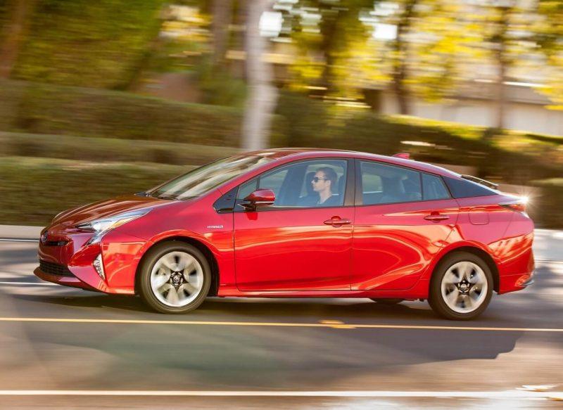 Toyota Prius 4 вид сбоку