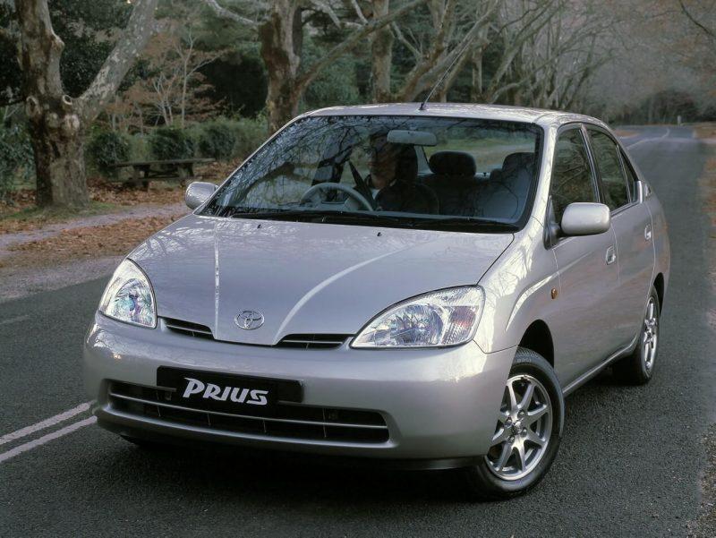 Авто Toyota Prius 2001