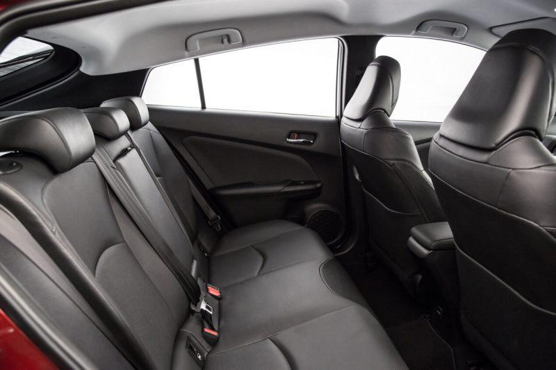 Toyota Prius IV задние кресла