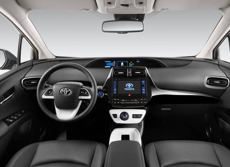 Toyota Prius IV салон