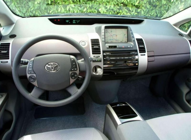 Toyota Prius II салон