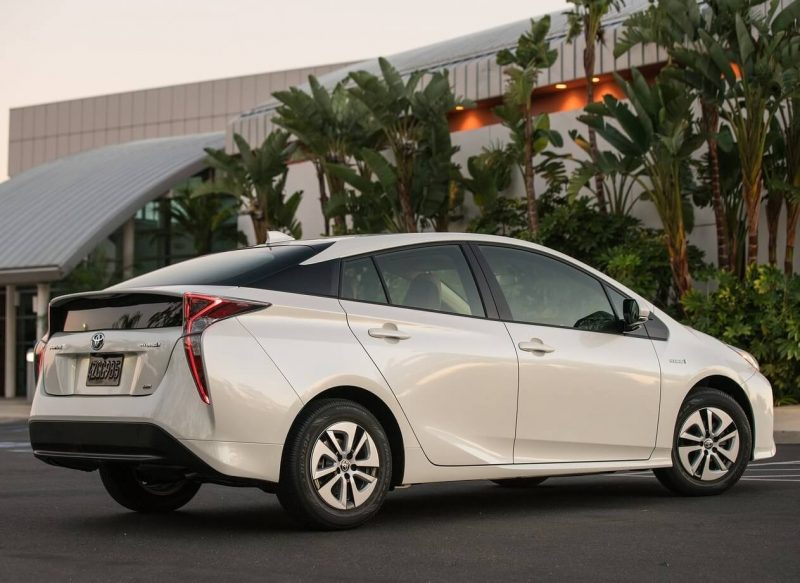 Фото нового Toyota Prius