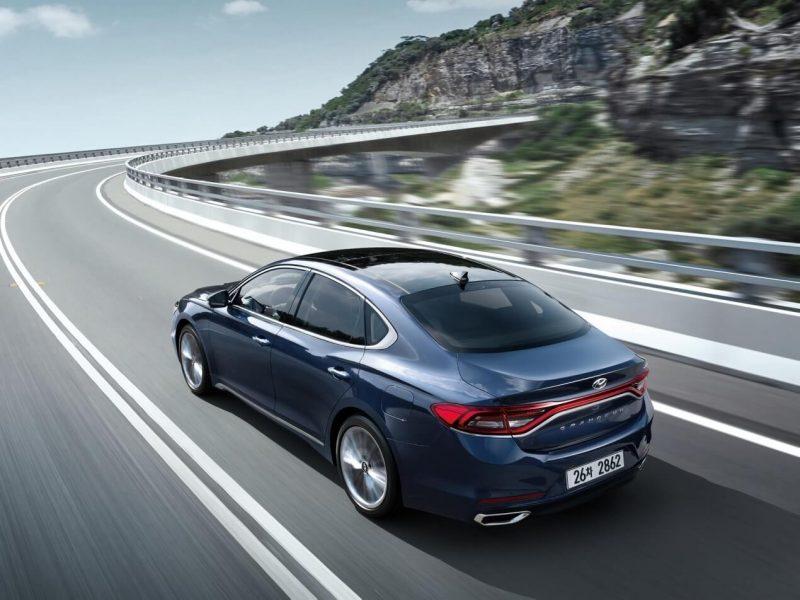 Hyundai Grandeur (IG) вид сзади