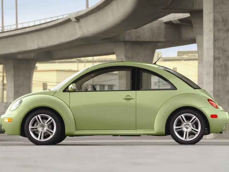 Volkswagen New Beetle вид сбоку