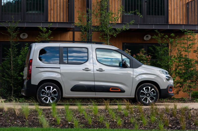 Вид сбоку Citroen Berlingo