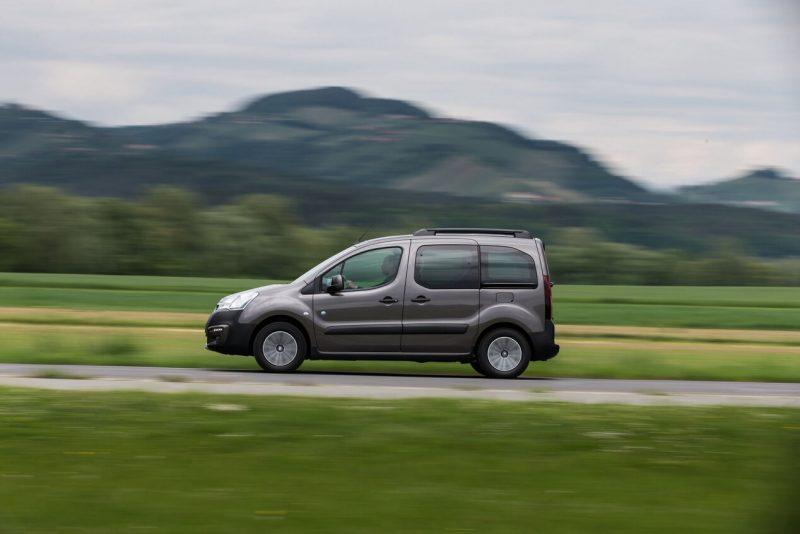 Peugeot Partner II вид сбоку
