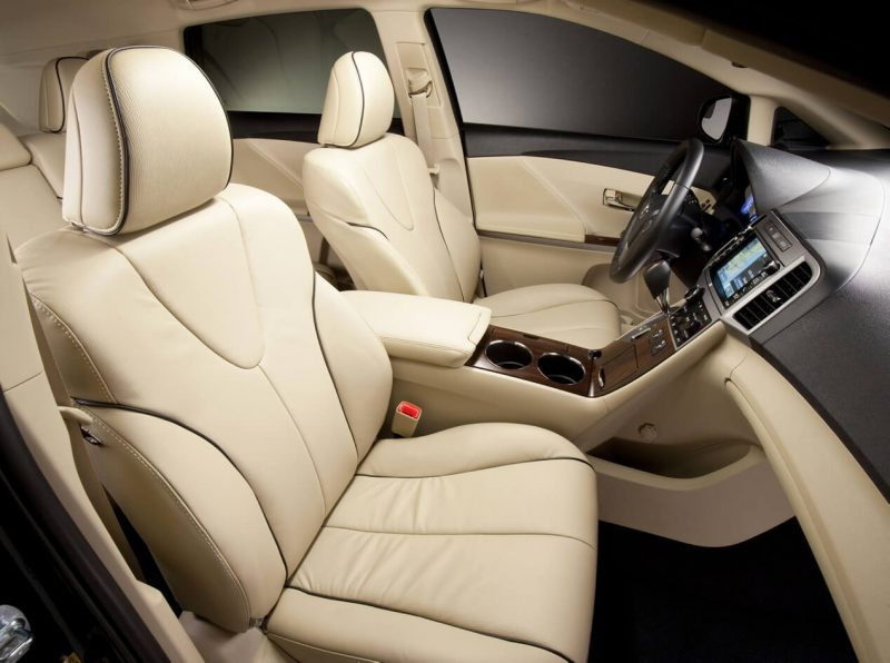 Передние кресла Toyota Venza