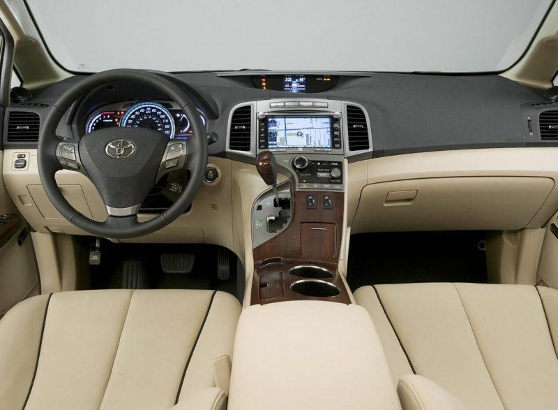 Салон Toyota Venza