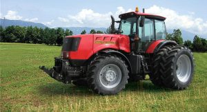 Универсальный колесный трактор John Deere 6110B
