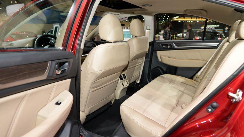 Фото салона Subaru Legacy