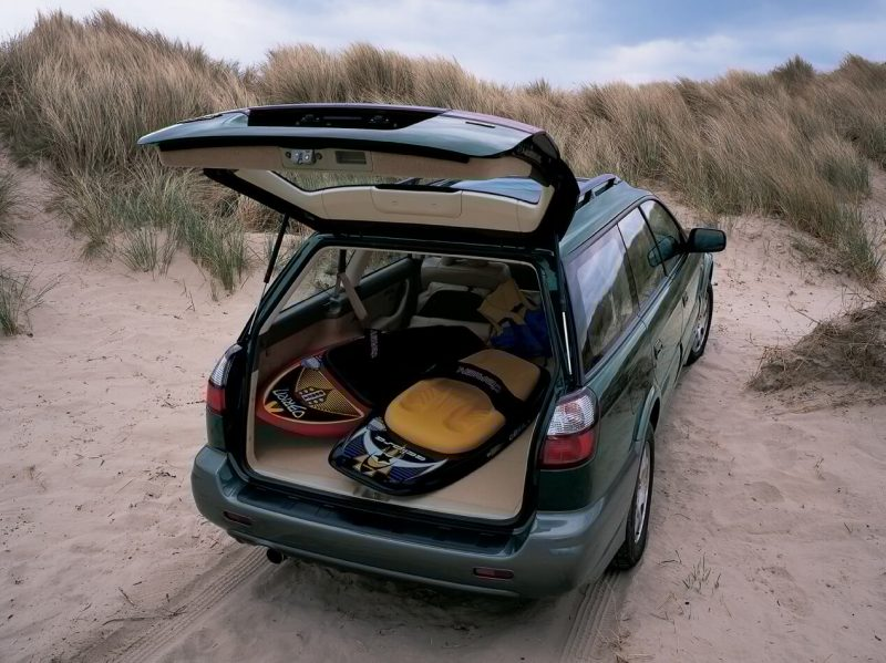 Subaru Outback 2 вид сзади