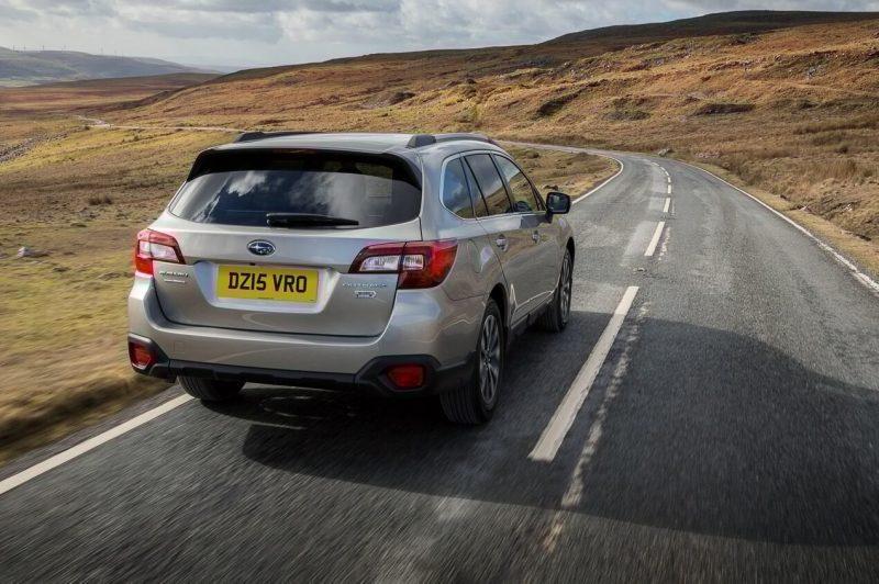 Вид сзади Subaru Outback V