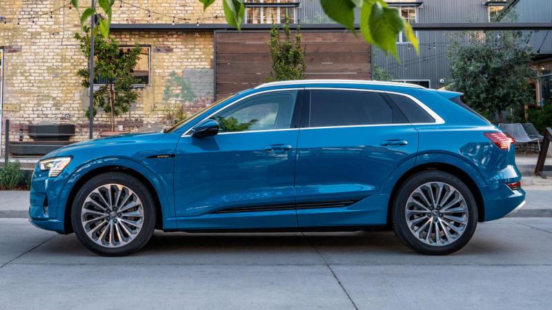 Audi e-tron вид сбоку