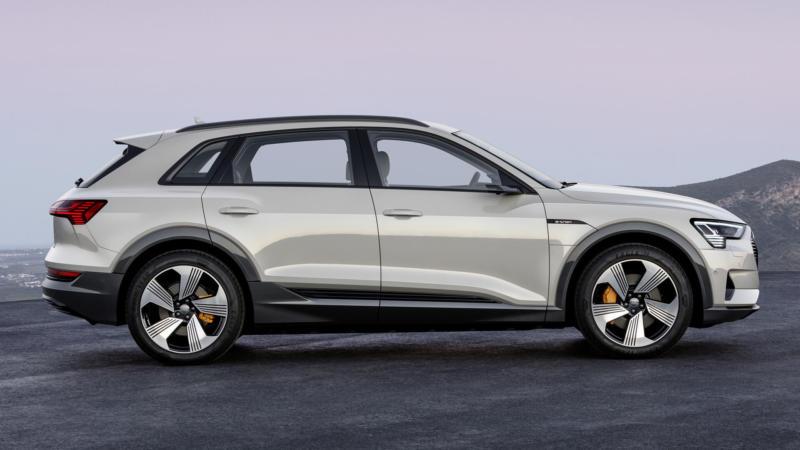 Вид сбоку Audi e-tron