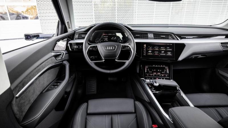 Интерьер Audi e-tron