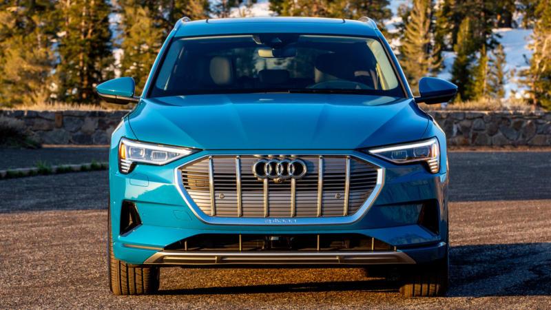 Audi e-tron вид спереди