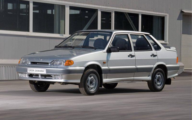 Названы самые популярные подержанные машины в России